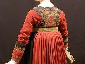Enigmatique Robe rouge de Pontivy